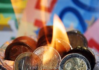 Brennender Euro quer