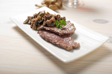 escalope with sauted mushroom -scaloppine e funghi