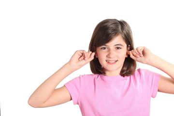 rumore - bambina si tappa le orecchie