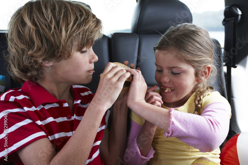Children sharing a hamburger