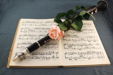 Clarinetto con Rosa, su Spartito Musicale