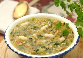 Zuppa di cereali integrali  e legumi