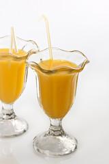 Vasos con zumo de naranja