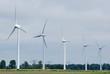 Fünf Windräder in einer Reihe