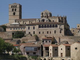 Catedral de Zamora desde el río Duero