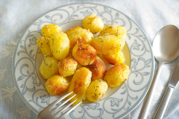 roasted potatoes on dish -patate al forno