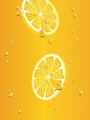 Zitronenscheiben in Getränk