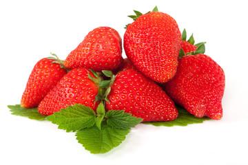 frische Erdbeeren auf Blatt