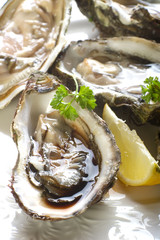 open oyster with balsamic vinegar - ostrica con aceto