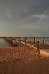 Ponton et plage au coucher du soleil