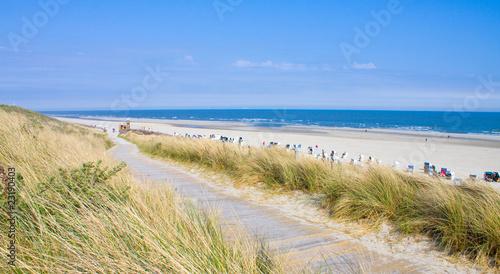 Leinwanddruck Bild Idyllischer Tag an der Nordsee im Sommer