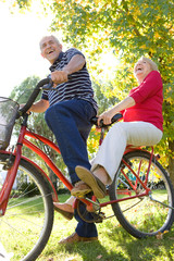 Riding tandem bicycle