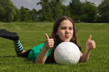 Mädchen mit Fussball, Girl with football