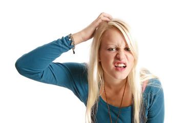 Sexy blondes Teenager-Mädchen in Jeans macht auf doof