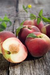 peach on wood- pesche su legno