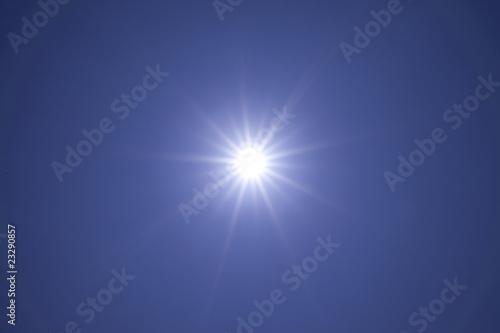 青空と太陽の光線