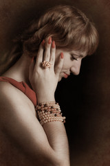 photo - girl with pearls