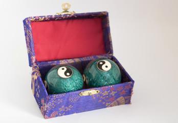 caja con bolas