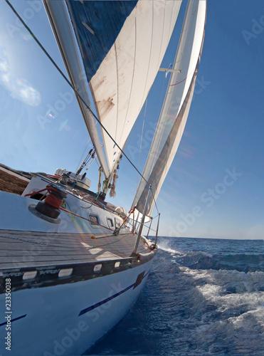 Sailing boat - 23350038