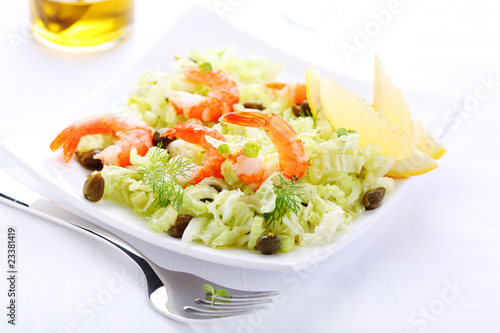 salad with shrimp, cabbage and capers