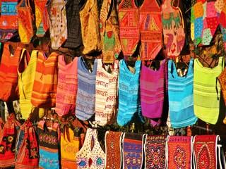Taschen auf indischem Markt