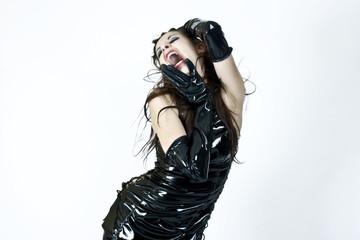 Femme en vinyl noir