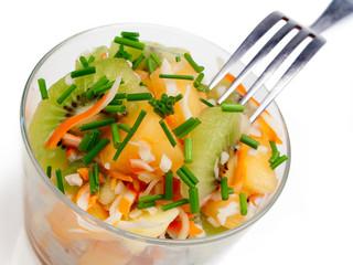 salade composée : fruits frais et chair de crabe