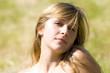portrait d'une ravissante jeune femme blonde