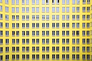 Gelbe Fensterfront