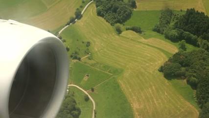 Flug über Felder
