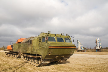 The caterpillar cross-country vehicle