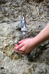 Wasserhahn Hände Wasser