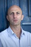 portrait jeune homme caucasien sérieux intelligent poster