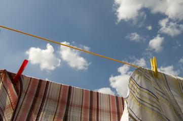 Wäschestücke auf der Wäscheleine
