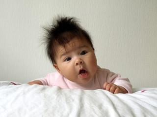 Bébé attentif