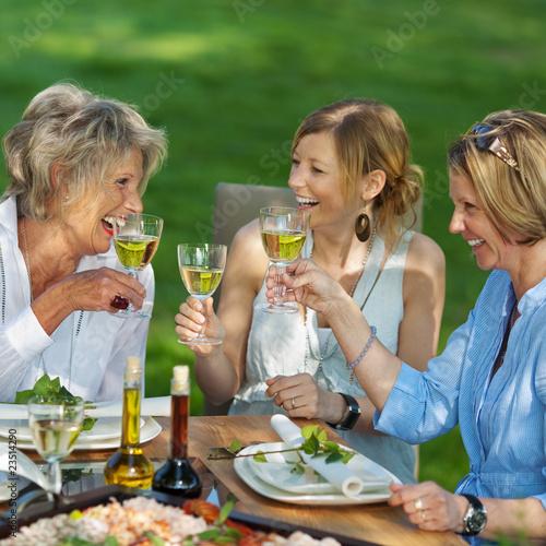 Fototapete trinkende Menschen - Trinken - Poster - Aufkleber