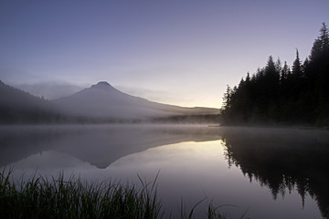 Sunrise Morning Fog at Trillium Lake