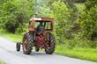 tracteur agricole sur la route