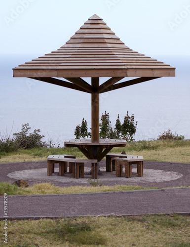 kiosque parasol de pique nique en bois de unclesam photo. Black Bedroom Furniture Sets. Home Design Ideas