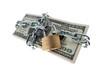 pn[92FVP2I] Dollar Geldscheine mit Schloss und Kette.