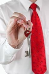Schlüssel aushändigen