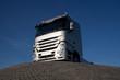 Truck auf Hügel
