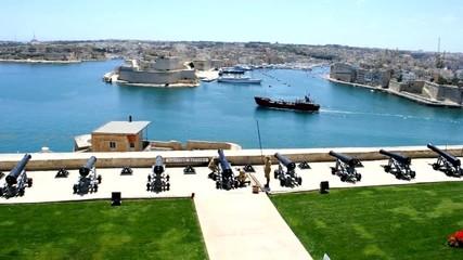 Malta, la Valletta, preparazione dei cannoni