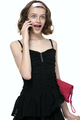 Сюрпиз! Красивая девочка разговаривает по телефону