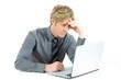 konzentrierter Mann am Computer