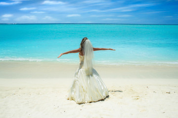 bride on beautiful Maldivian beach