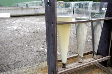 Klärwerk Wasserproben und Belebtschlamm Bakterien