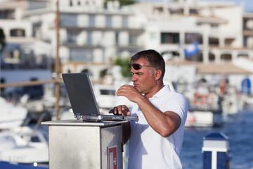 Datencheck im Hafen