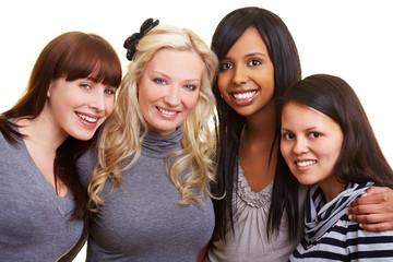Vier lachende Freundinnen
