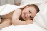 Fototapety Bebé sonriente después del baño.